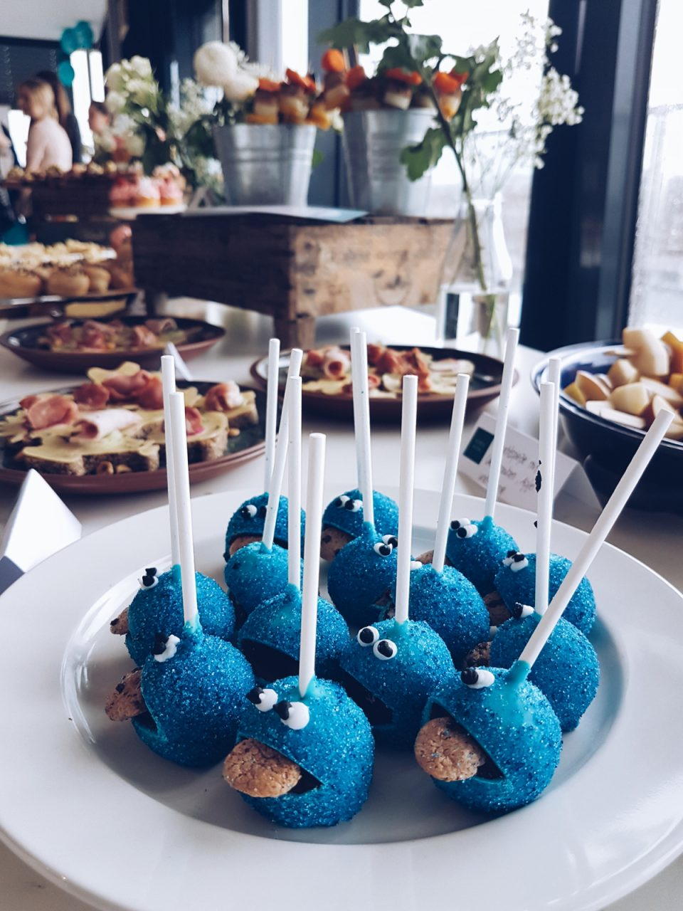 monster-cake-pops-buffet-mamablog-momblogger-blogger-hamburg